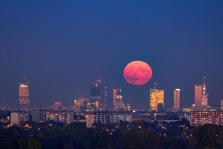 Superksiężyc nad Warszawą