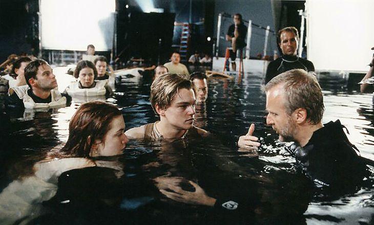 Znana scena z Titanica. Wszyscy wiedzą, że Leonardo by się zmieścił na drzwiach...