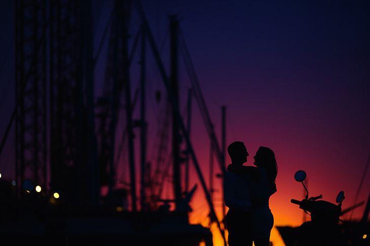 Niezwykły zachód słońca w porcie Amsterdamie z Aurorą i Olivierem w roli głównej.