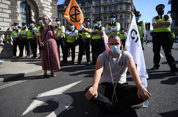 Zdjęcie dnia. Drugi dzień protestów w Londynie. Ekolodzy domagają się od władz stanowczych działań