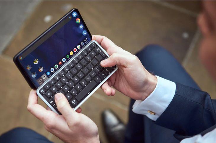 Astro Slide 5G Transformer nowoczesnym smartfonem z klawiaturą qwerty