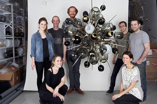 Lampa symbolizująca atom (Fot. wired.com)