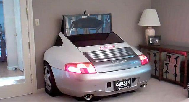 Porsche 996 jako stolik TV