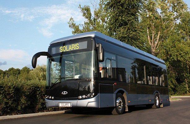 Ekoautobus wozi kibiców Euro 2012 po ulicach Poznania (fot.: SolarisBus.pl)