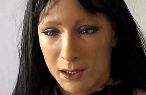 Humanoidalny robot okazujący emocje i uczucia (fot.: New Scientist / video z prezentacji)