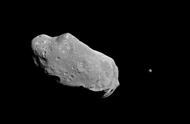 Asteroida 2002 AM31 przeleci dzisiaj blisko Ziemi - obserwuj ją online (fot.: Flickr/midwestnerd/CC BY 2.0)