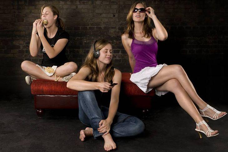 Zdjęcie trzech kobiet pochodzi z serwisu Shutterstock