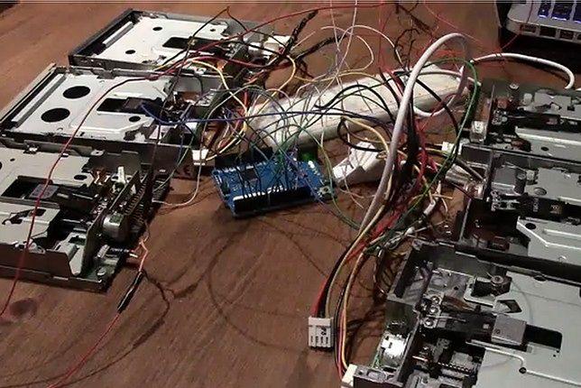 """""""Marsz Imperialny"""" na stacje dysków i Arduino"""