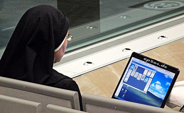 Pobożne wykorzystanie nowych technologii (Fot. na lic. CC; Flickr.com/by epSos.de)