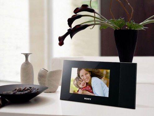 Cyfrowa ramka Sony wydrukuje wyświetlane zdjęcia