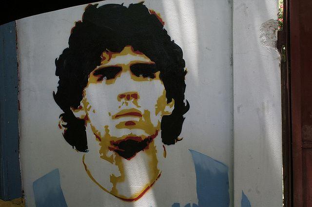 Boski Diego twierdził, że w meczu przeciw Anglii pomogła mu ręka Boga (fot. robster1000 CC-BY)