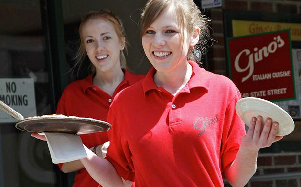 Sean Parker wie, jak uszczęśliwić kelnerkę (Fot. Flickr/ibm4381/Lic. CC by)