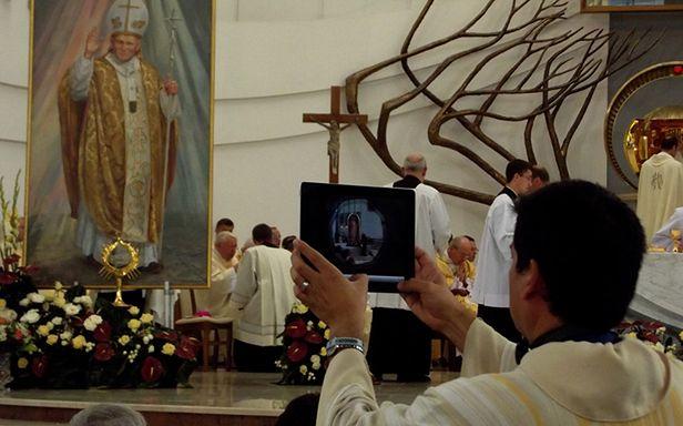 Nowe technologie w kościele (Fot. Flickr/ DrabikPany/Lic. CC by)