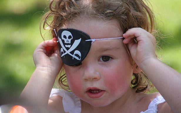 Mała piratka (Fot. Flickr/peasap/Lic. CC by)