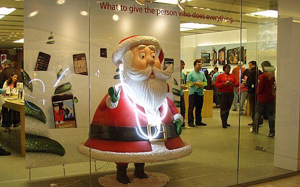 Sklep Apple'a kusi świątecznym wystrojem (Fot. Flickr/ Daquella manera/Lic. CC by)