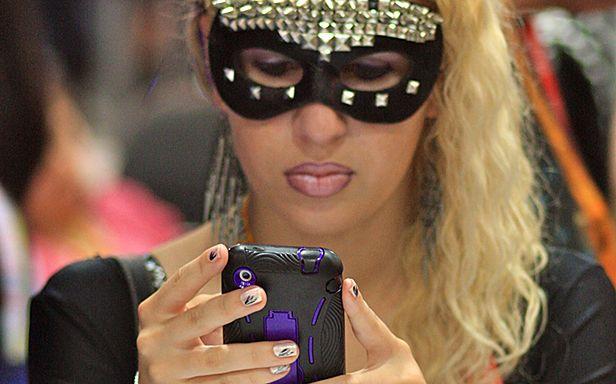 SMS-owanie na Comic-Conie (Fot. Flickr/ kevin dooley/Lic. CC by)