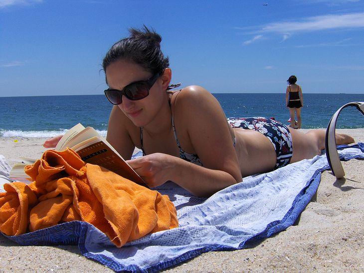 Takie widoki na plażach? Jesteśmy za! (Fot. na lic. CC BY 2.0/Flickr/Joe Shlabotnik)