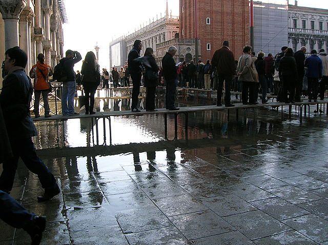 Woda na pl. Św. Marka w Wenecji (fot. Giovanni.mello CC-BY)