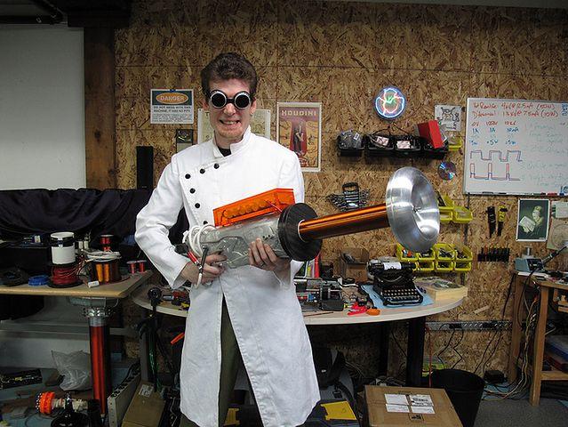 Zrób swoją własną, prywatną broń, która strzela piorunami (Fot.Hackerfriendly)