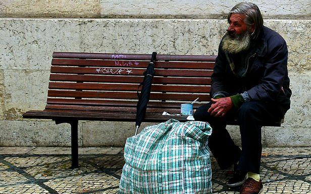 Bezdomny (Fot. Flickr/ pedrosimoes7/Lic. CC by)