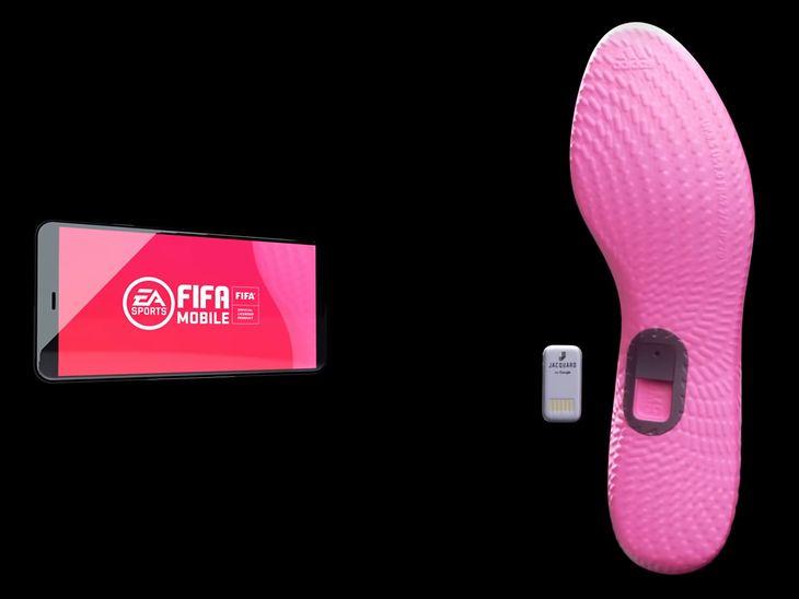 Wkładki do butów dla graczy w smartfonową produkcję FIFA Mobile