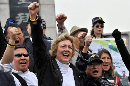 Aktywiści wspierani przez obrońców praw człowieka