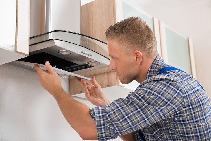 Okapy kuchenne do 250 zł można łatwo zamontować