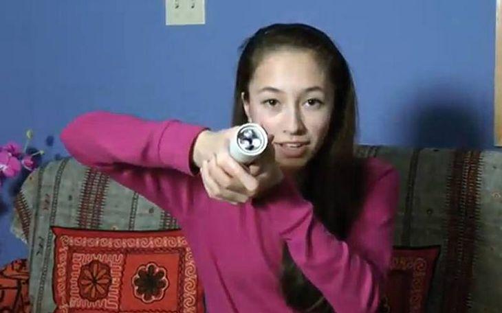 15-letnia konstruktorka ze swoim wynalazkiem