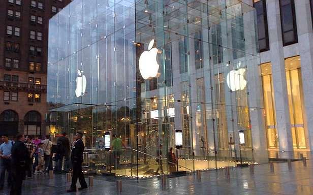 Apple Store przy Piątej Alei w Nowym Jorku (Fot. Flickr/MD111/Lic. CC by-sa)