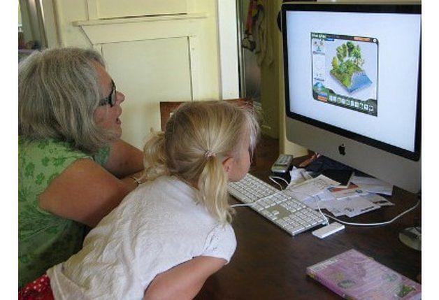 Dzieci chętnie spędzają czas, grając na komputerze. Dołączmy do nich!