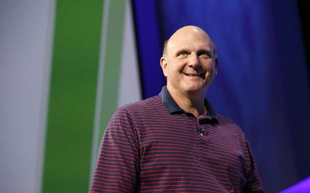 Podczas konferencji CEO Microsoftu wyglądał na zadowolonego. Ma powody? (Fot. Microsoft.com)