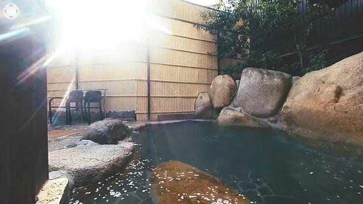 Nagranie z jednego z gorących źródeł w Japonii.