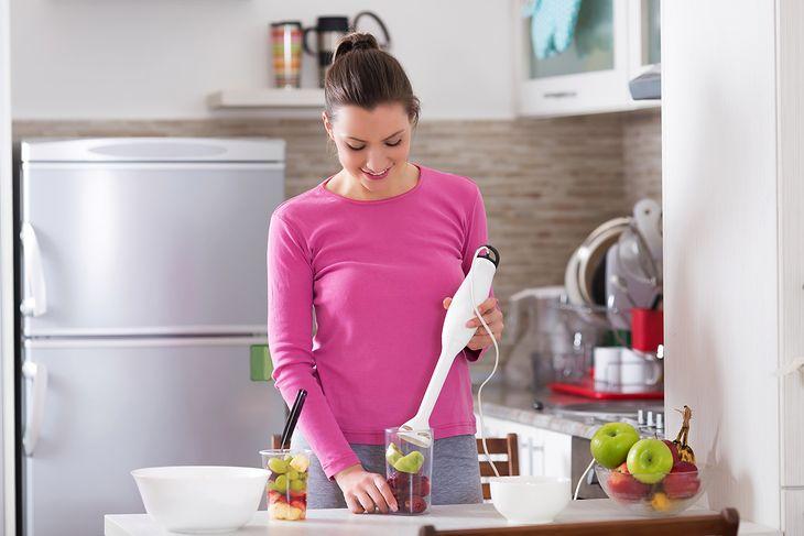 Nawet niedrogi blender do 100 zł znacznie umili nam kuchenne czynności