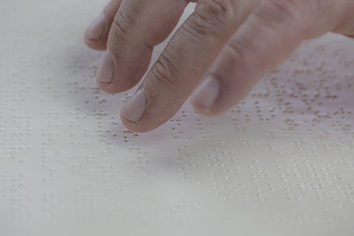 Tekst zapisany alfabetem Braille'a.