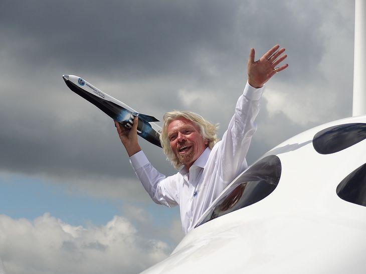 Richard Branson - miliarder i wizjoner, który rozwija technologię lotów w Kosmos i inwestuje w kosmiczne górnictwo