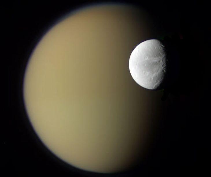 Cassini, Saturn, księżyc, satelita, teoria spiskowa