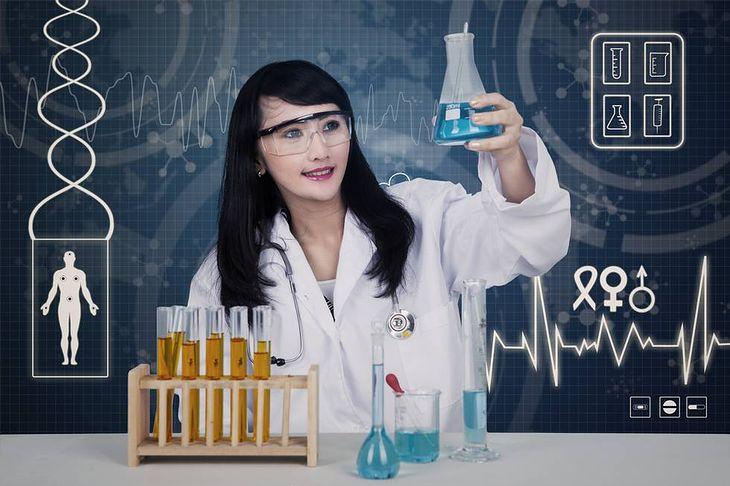 Zdjęcie laborantki pochodzi z serwisu Shutterstock