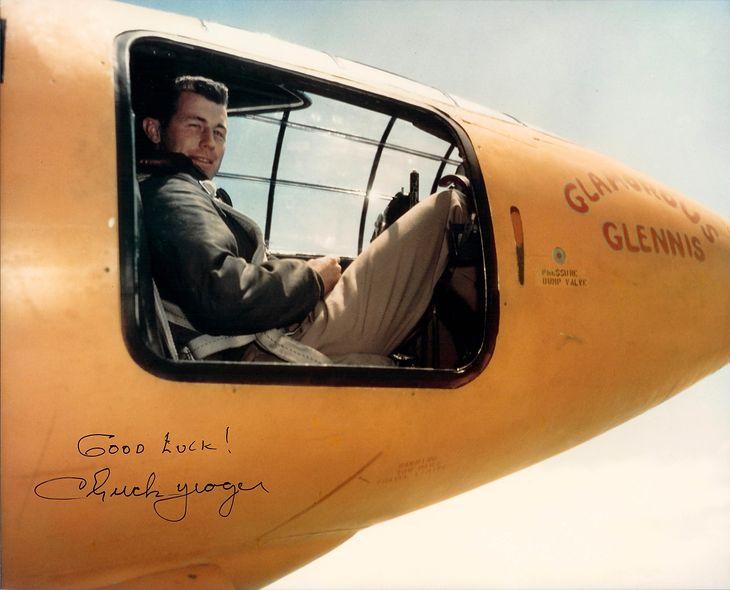 Chuck Yeager w kokpicie samolotu Bell X-1