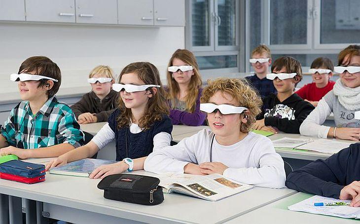 Jedna z wizji wykorzystania okularów (fot. cinemizer.zeiss.com)