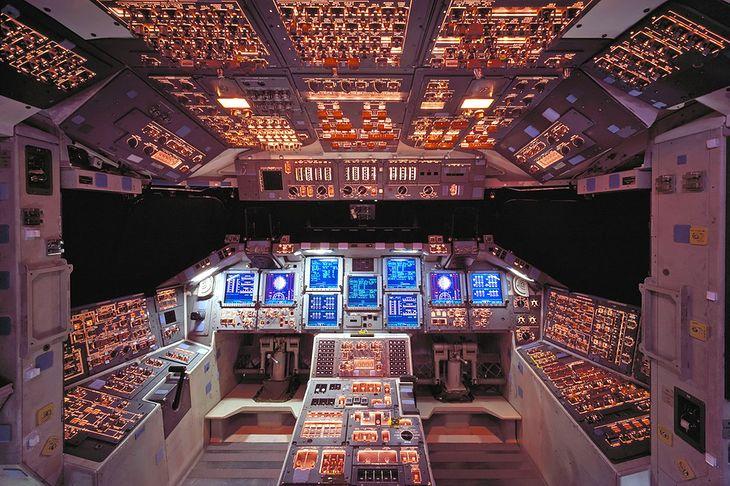 Wnętrze kabiny promu kosmicznego Columbia, zniszczonego w katastrofie w 2003 roku