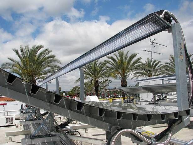 Cogenra Solar - nad ogniwami słonecznymi widoczna instalacja do podgrzewania wody (Fot. Gizmag.com)