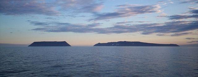 Cieśnina Beringa, Ameryka po lewej, Azja po prawej (fot. Dave Cohoe CC-BY)