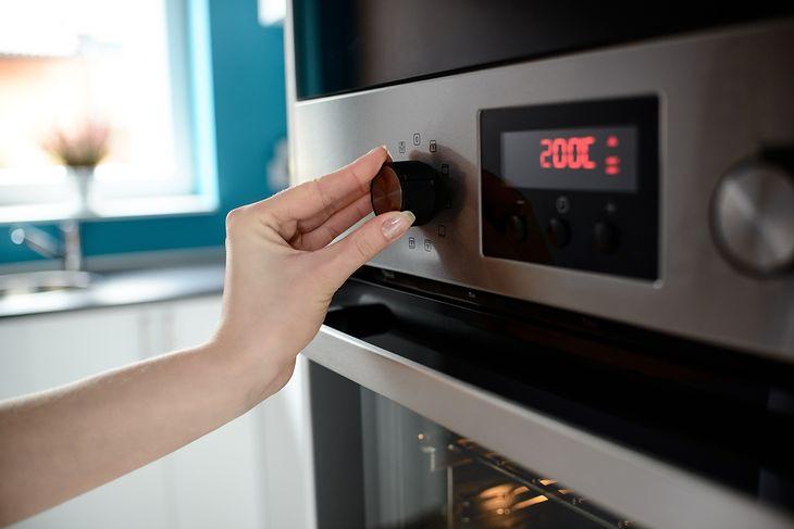 Piekarniki elektryczne poniżej 1000 zł są bardzo łatwe w obsłudze