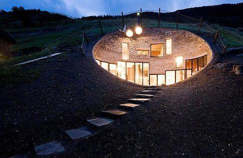 Dom dla hobbitów w szwajcarskich Alpach