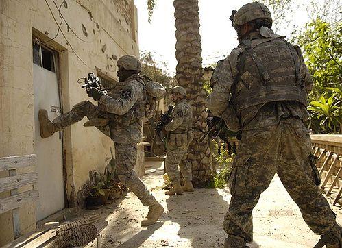 Drzwi - źródło flickr.com; autor: Army.mil
