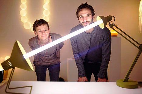 dwie lampki, jedna zarowka
