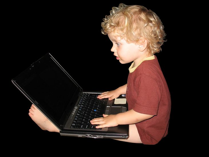 Twoje dziecko też chce pograć... (fot. witrynawiejska.org.pl)