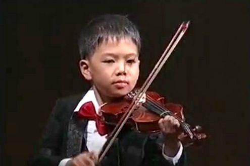 Młody skrzypek (Fot. YouTube)