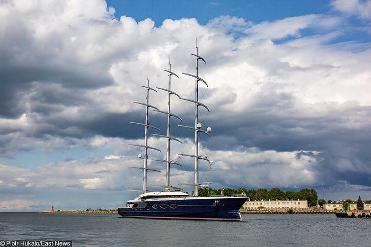 """Jacht """"Black Pearl"""" wpłynął w środę 14 sierpnia do Gdańska"""