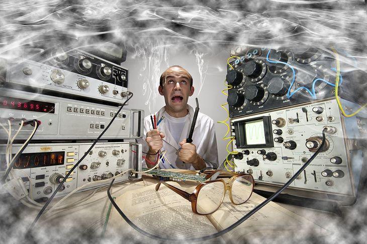 Zdjęcie ekscentrycznego wynalazcy pochodzi z serwisu Shutterstock